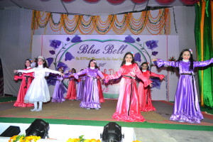 Dance on the song 'Dil hai chota sa..' by Junior Girls