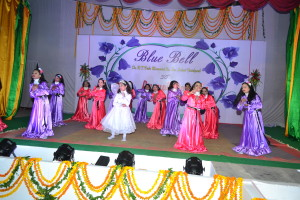 "Dance on the song ""Dil hai chota sa.."" by Junior Girls"