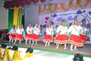 "Haryanvi Dance by the girls on the song ""Main ghani bawari.."""